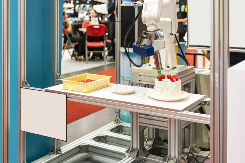 Spitzentechnologie- und Präzisionsrobotergriff mit automatischem Vakuum für die Fangbeispielerdbeere eingesetzt auf Kuchen oder P stockbilder