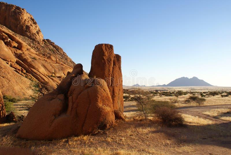 Spitzkoppe vaggar bildande i Namibia royaltyfria foton
