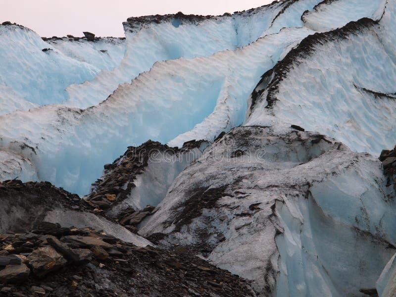 Spleet in gletsjer stock fotografie