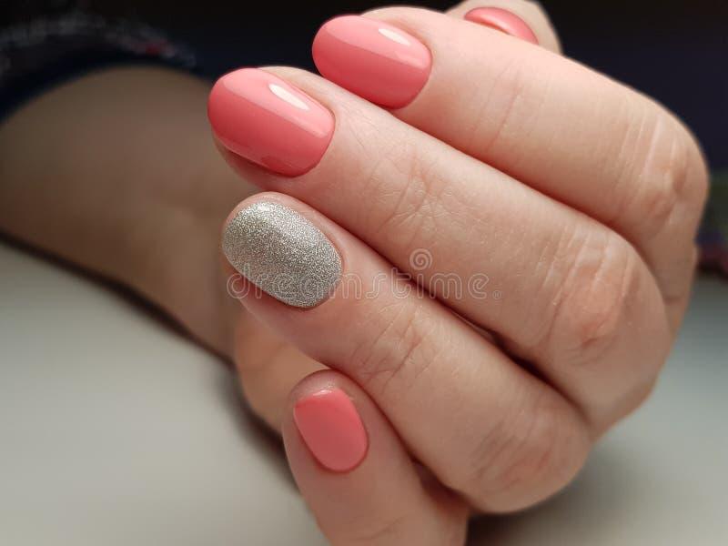 Splenda luminoso con il manicure perfetto fotografia stock libera da diritti