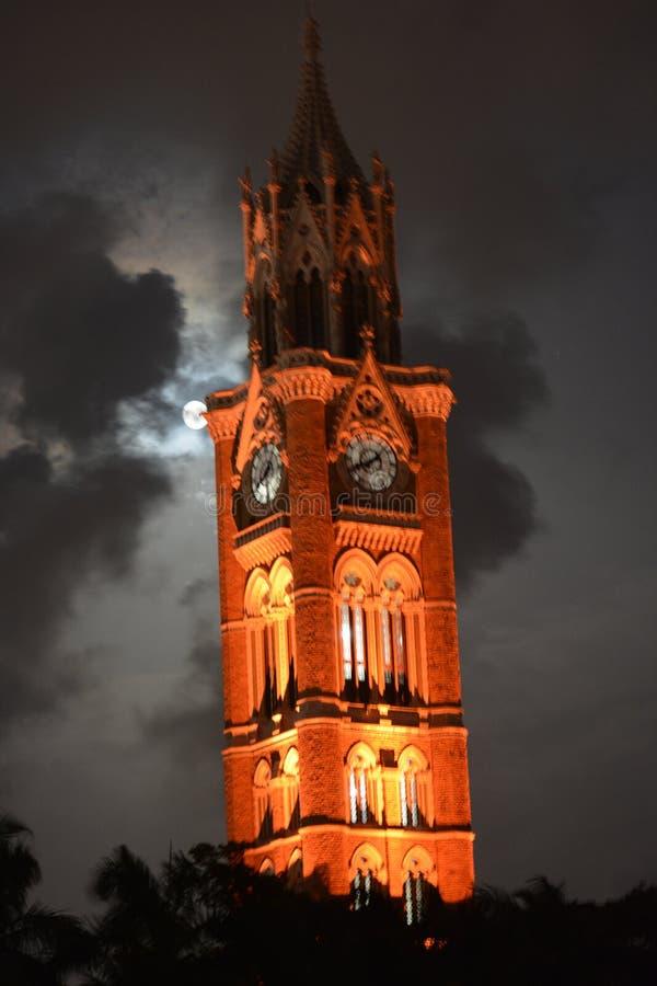 Splendere della chiesa di notte fotografia stock libera da diritti