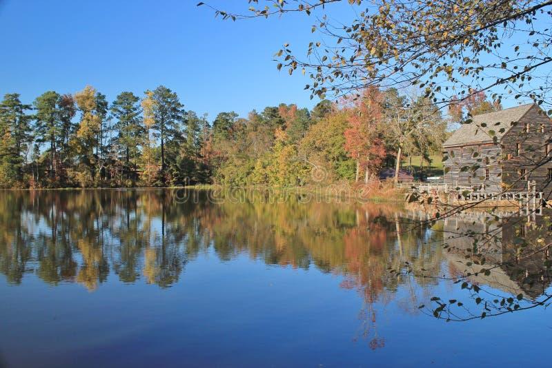 Splendeur d'automne au moulin de Yates images libres de droits