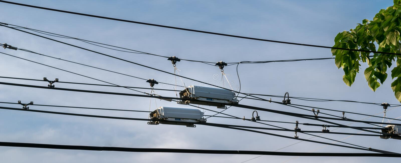 Splitter распределительной коробки проводов силы троллейбуса используемый для изменения направления стоковое изображение