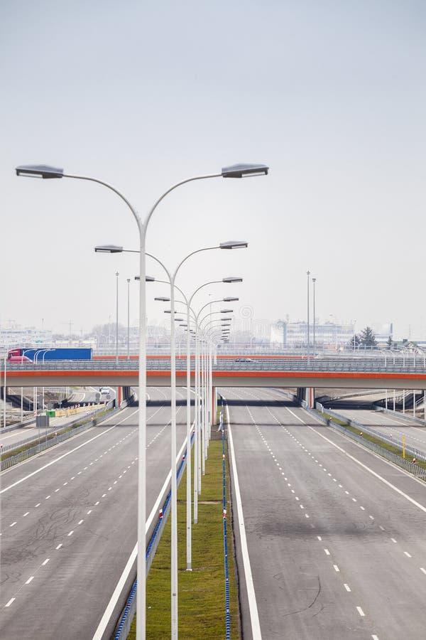 Splitterny bred motorway royaltyfri bild