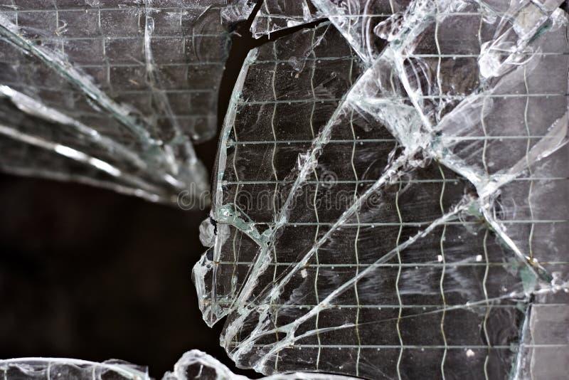 splittrat fönster för closeup exponeringsglas arkivfoto