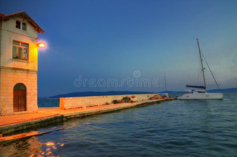 Splittring Kroatien - nattbild arkivbilder