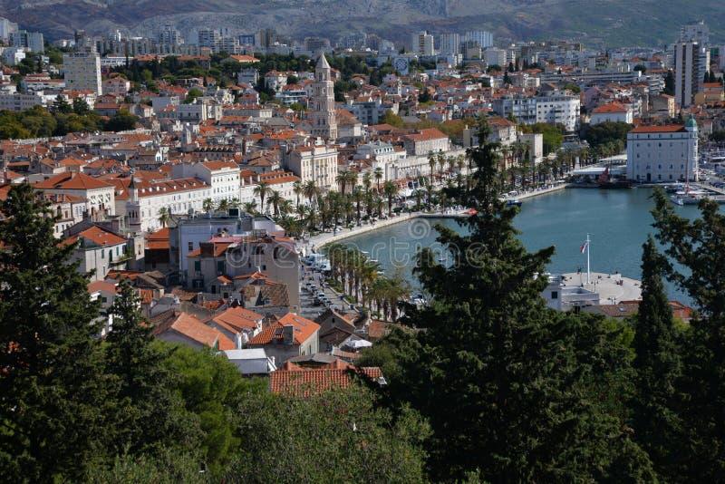 Splittring Kroatien, sikt av det medeltida centret royaltyfria foton