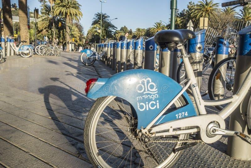 Społeczeństwo czynsz jechać na rowerze ulicznego historycznego centrum Malaga, Hiszpania zdjęcie royalty free