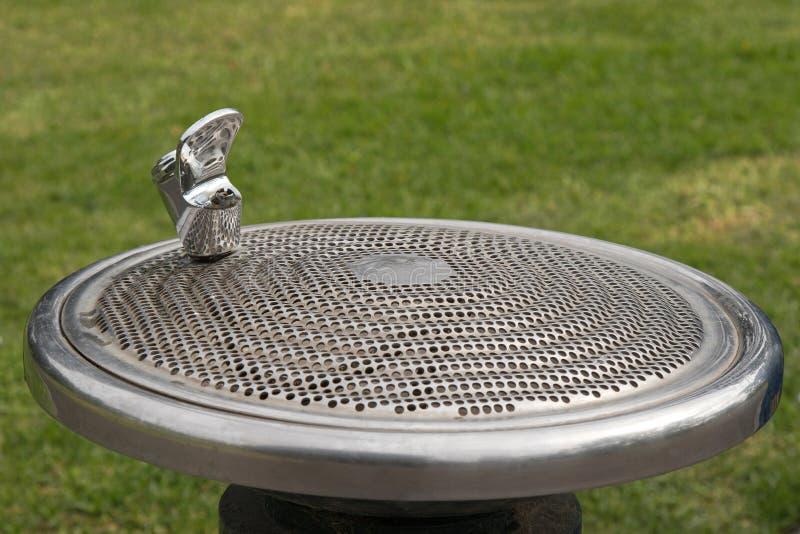 Społeczeństwo fontanny bezpłatny pije klepnięcie, wodny bubbler, pod warunkiem, że przy th fotografia stock
