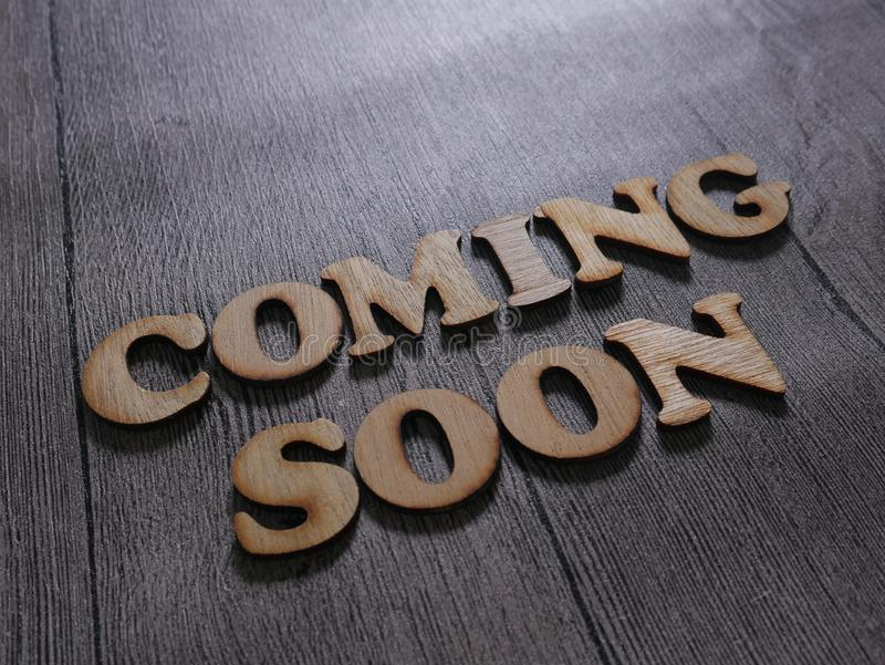 Spoedig komst Het Concept van de woordentypografie stock foto