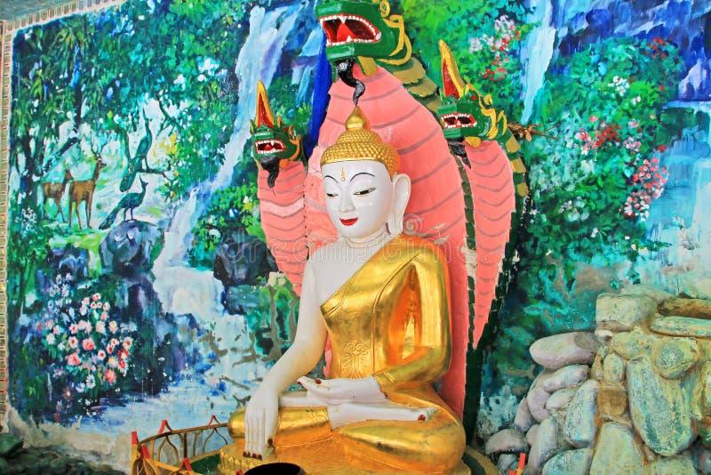 Spoedig Oo Ponya Shin Pagoda Buddha Image, Sagaing, Myanmar stock afbeelding