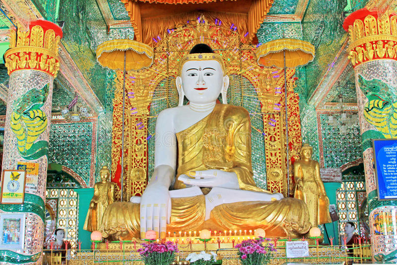 Spoedig Oo Ponya Shin Pagoda Buddha Image, Sagaing, Myanmar stock foto