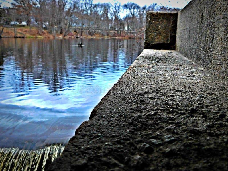 Spoel het slechte water uit en tref voor nieuw voorbereidingen stock fotografie