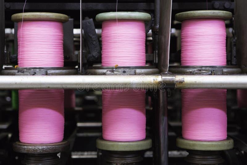 Spoelen met roze kabel royalty-vrije stock fotografie