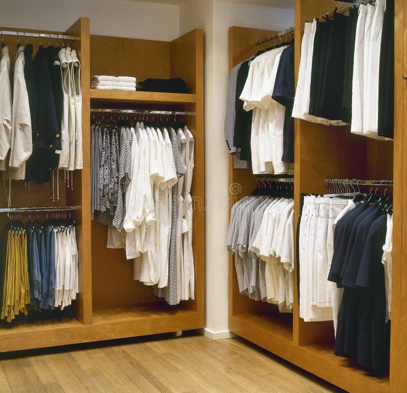spogliatoio moderno fotografia stock immagine di vestiti 32029106. Black Bedroom Furniture Sets. Home Design Ideas