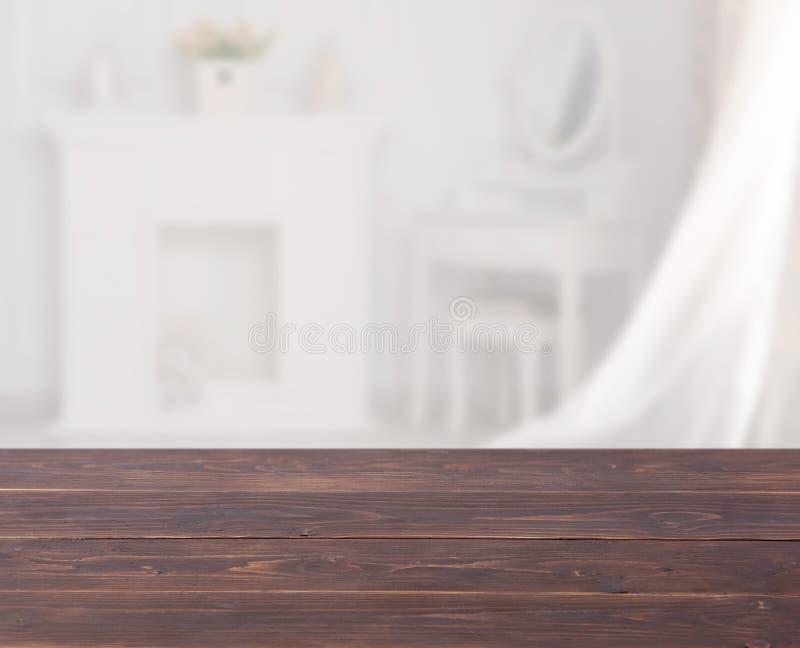 Spojrzenie na drewniany drewniany z porannym blaskiem obrazy stock