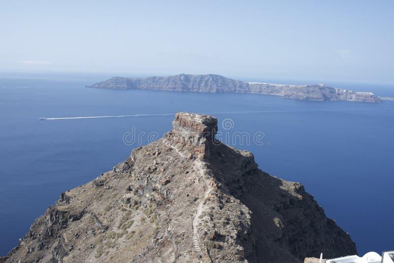Spojrzenie out przy centrum wyspą w Santorini Grecja obrazy royalty free