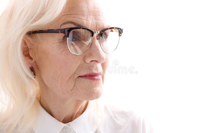 Spojrzenie poważna stara dama zdjęcie stock