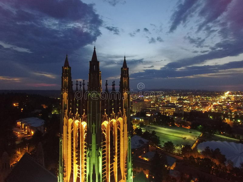 Spokane-Skyline-St. Peters Cathedral stockbild