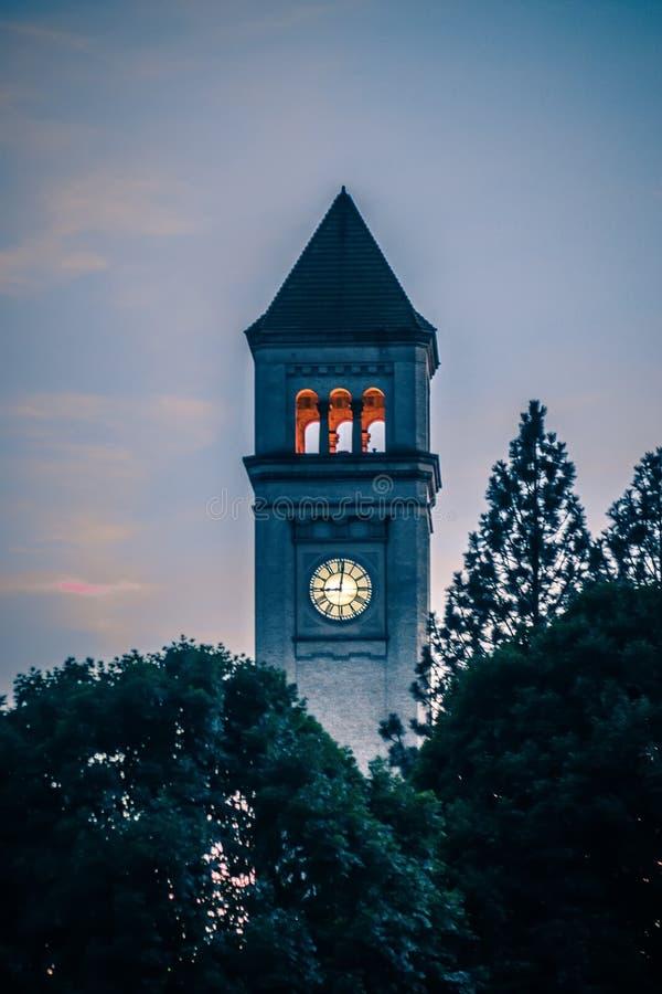 Spokane w centrum zegarowy wierza w parku przy zmierzchem fotografia royalty free
