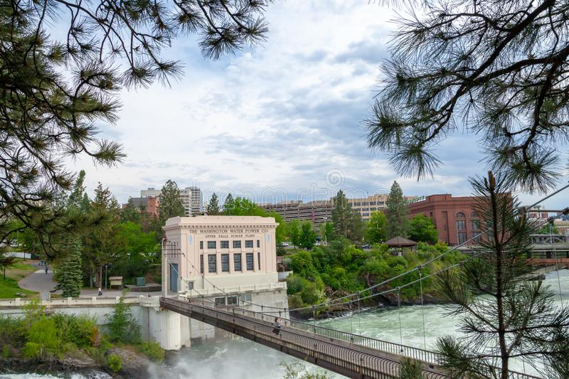 SPOKANE, WASHINGTON, LOS E.E.U.U. - 16 DE MAYO DE 2018: La central eléctrica de Washington Water Power Upper Falls en Spokane c imagenes de archivo