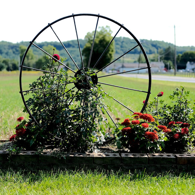 Spoked Wheel Garden Decoration royalty free stock photos
