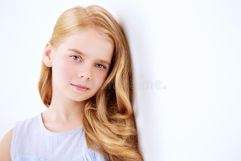 Spokojna i zadumana dziewczyna fotografia stock