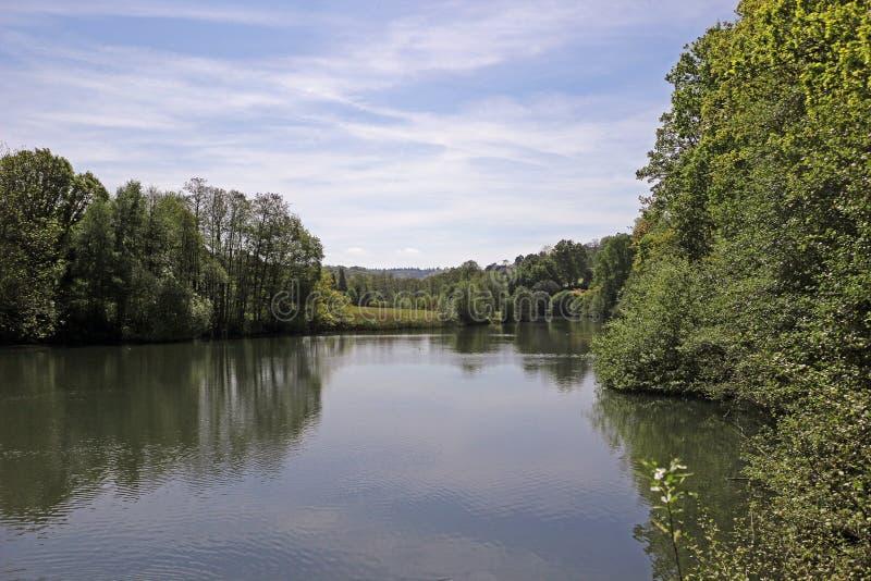 Download Spokojna Jeziorna Scena zdjęcie stock. Obraz złożonej z niebo - 106904986
