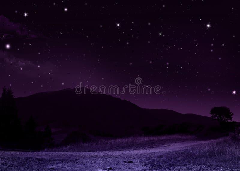 Spokojna lato noc w górach ilustracji