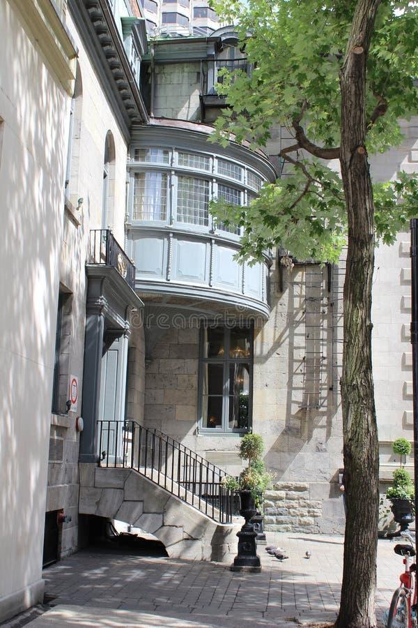 Spokojny kąta dom chujący daleko od wśród krzątaniny Montreal i krzątaniny, Kanada zdjęcie stock