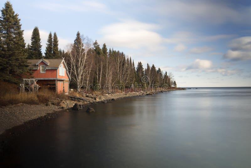 Spokojny ranek na jeziornym brzeg zdjęcie stock