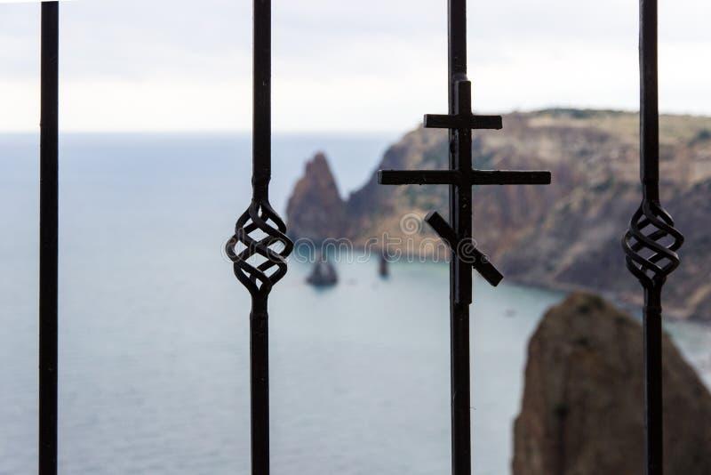 Spokojny widok ?wi?tego George ska?y wyspa w Crimea fotografia royalty free
