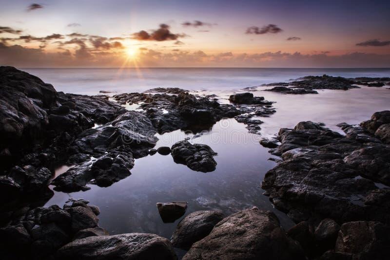Spokojny zmierzch nad Atlantyckim oceanem obrazy stock
