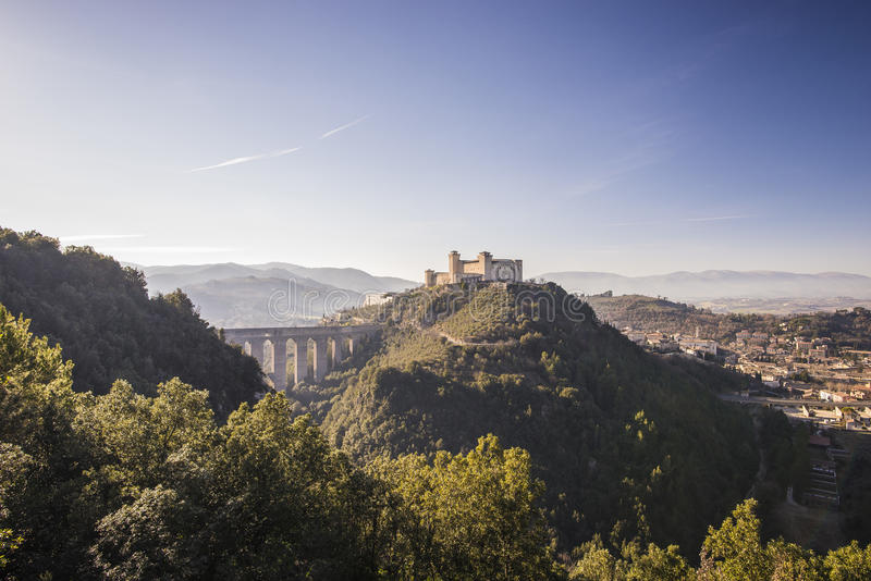 Spoleto Italië-Rocca Albornoziana en Ponte delle Torri royalty-vrije stock afbeelding