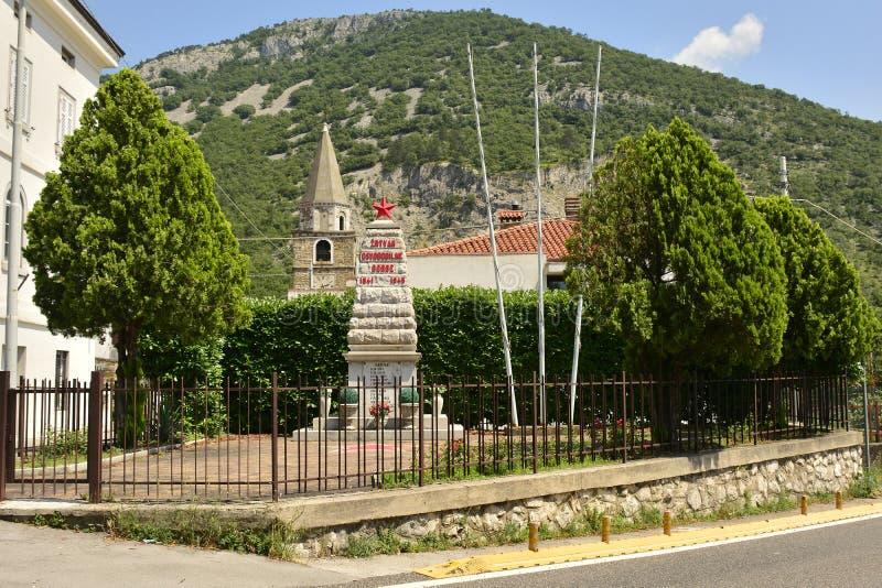 Spomenik in Bagnoli Superiore stock foto
