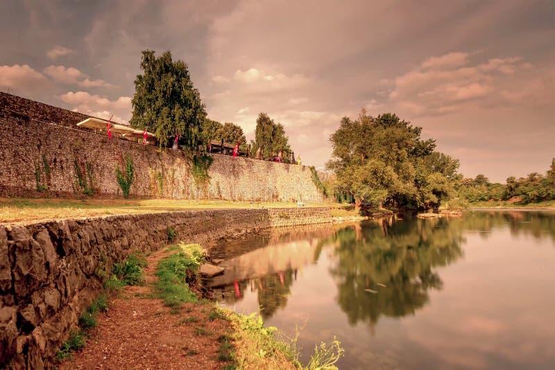 Sponda del fiume di Vrbas a Banja Luka fotografie stock libere da diritti
