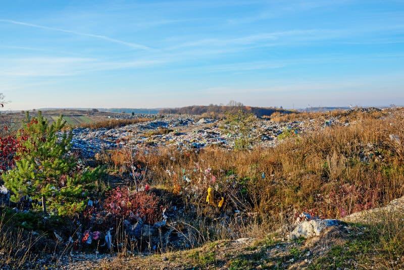 spontant förstumma på greenfield Förorening av miljön arkivbild