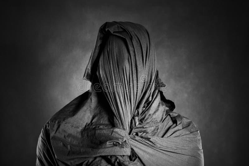 Spookachtig cijfer in dark royalty-vrije stock foto