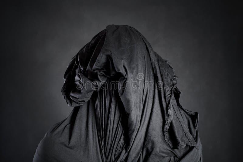 Spookachtig cijfer in dark royalty-vrije stock foto's