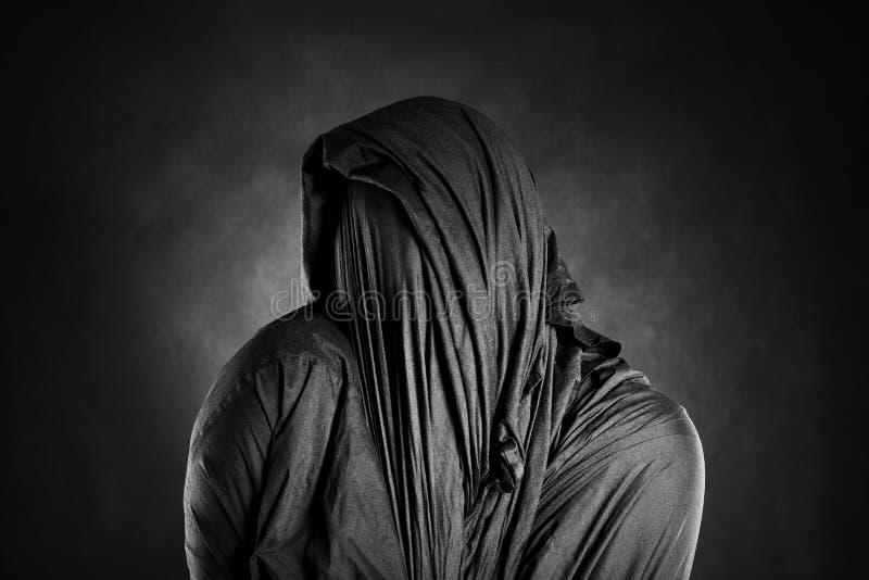 Spookachtig cijfer in dark royalty-vrije stock fotografie
