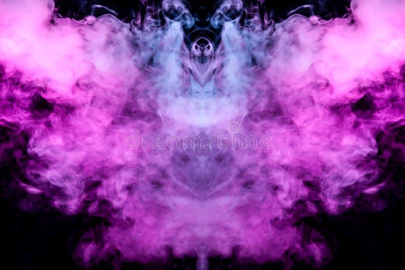 Spookachtig knuppelsilhouet met vleugels van kleurrijke rookgolven die die van een vap verdampen door neonlichten op een zwarte w vector illustratie