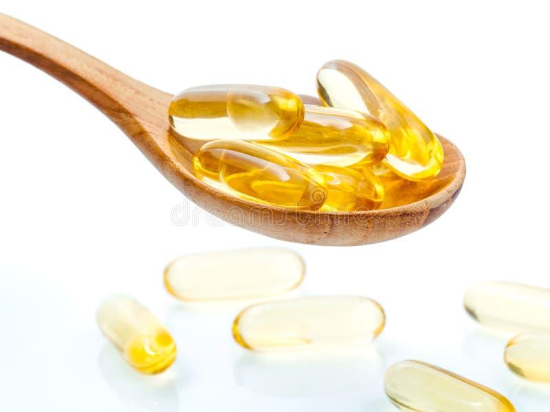 Spoonful gel kapsuły omega 3 Zamyka w górę kapsuła rybiego oleju obrazy royalty free