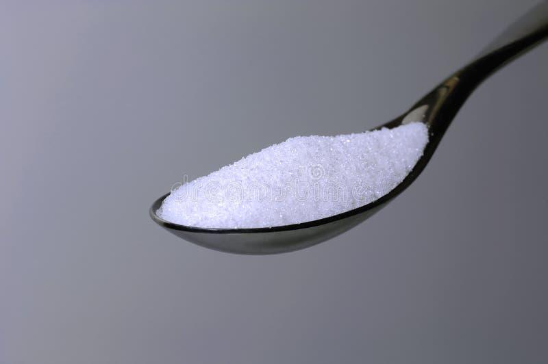 Spoonful Zucker lizenzfreie stockfotos