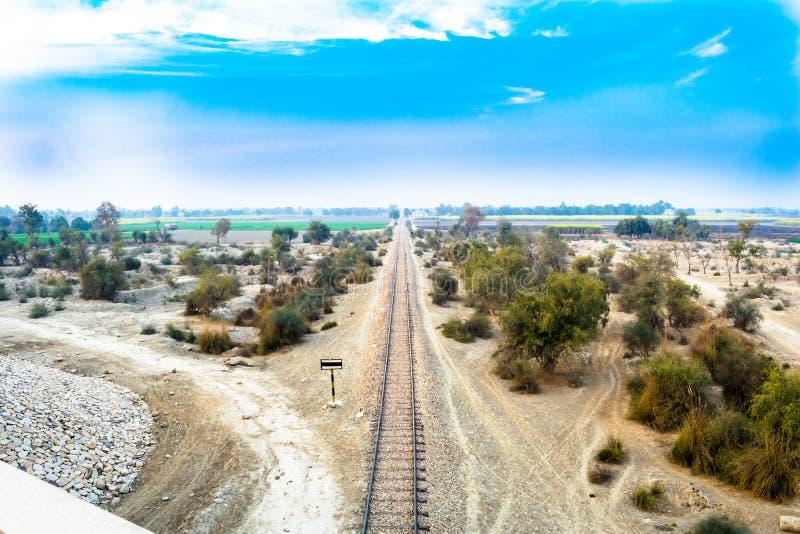 Spoorlijn in land zijpakistan royalty-vrije stock fotografie