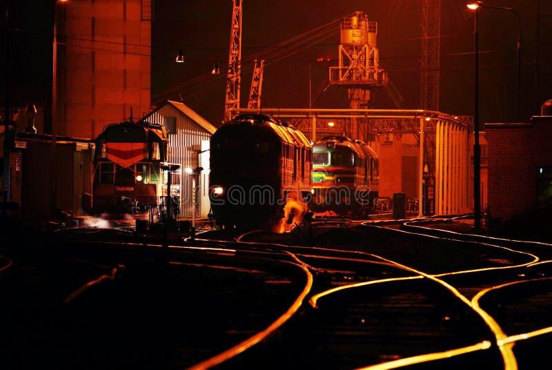 Spoorweg in de industriezone royalty-vrije stock afbeelding