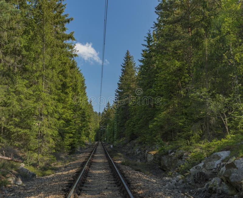 Spoorweg dichtbij Lipno-dam in Zuid-Bohemen royalty-vrije stock foto's
