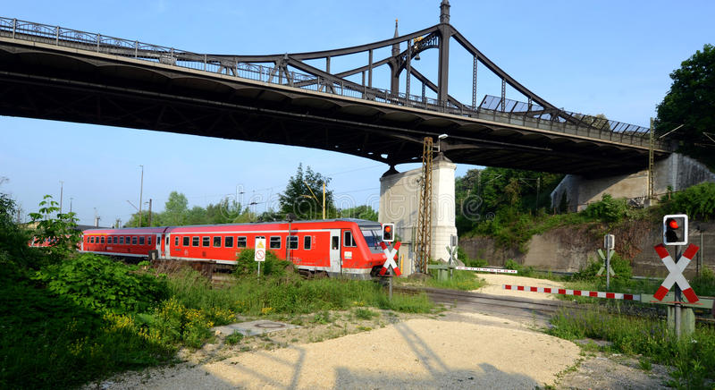 Spoorweg en vlakke kruising stock foto