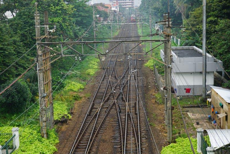 Spoorweg na regen in depok Indonesië royalty-vrije stock foto