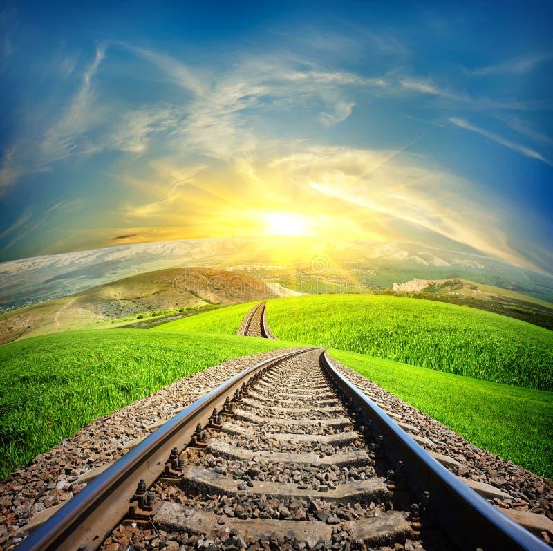 Spoorweg op berggebieden stock afbeeldingen