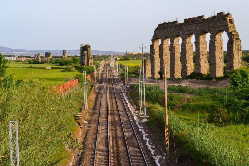 Spoorweg in oud Rome stock fotografie